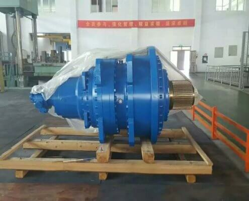 planetary or bevel-helical slewing gearbox