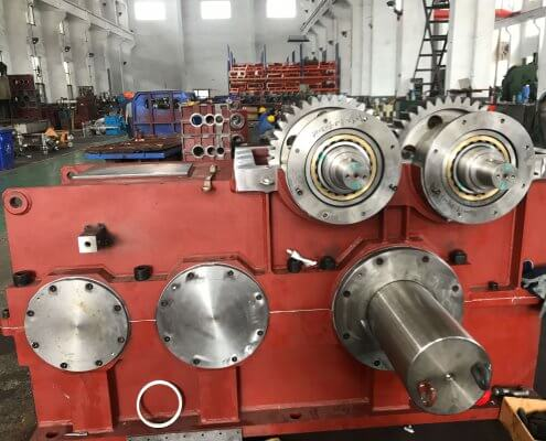 Helical or bevel-helical gearbox for two-roll mill