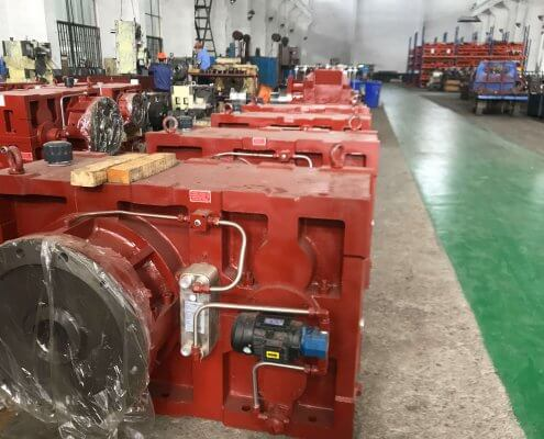 Feed extrusion system gearbox
