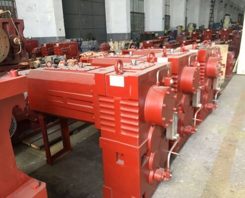 Special helical gearboxes for cutting shears
