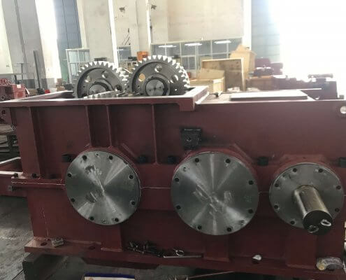 Internal mixer helical-planetary gearbox